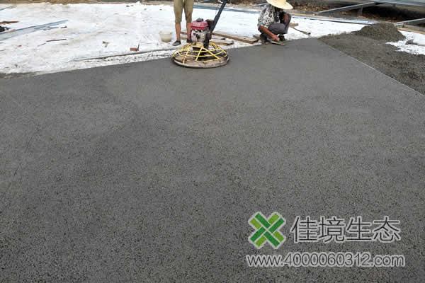 吉林朱雀山国家森林公园透水地坪铺装施工中